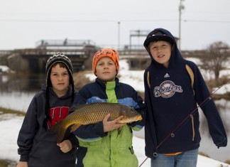 kids catching carp